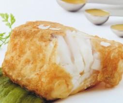 Merluza confitada a 45º  sobre pimientos asados y sopa de arroz