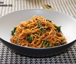 Noodles con espinacas