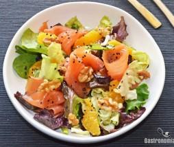 Ensalada con salmón y wasabi