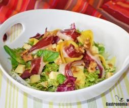 Receta de ensalada con queso, jamón de pato y mango