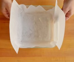 Forrar un molde con papel de horno