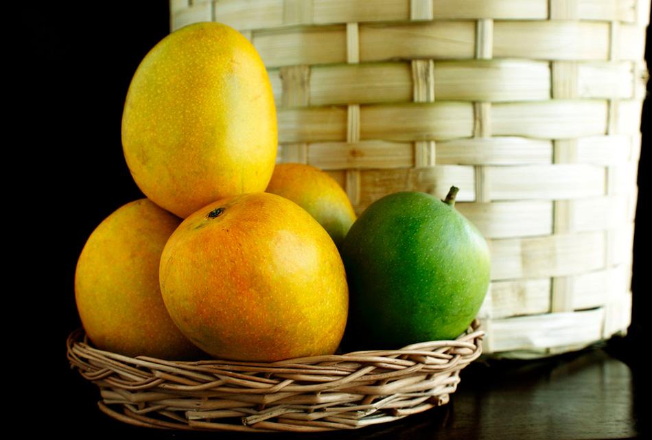 Cómo pelar un mango sin tocar la pulpa con las manos