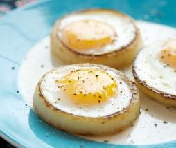Huevo en un aro de cebolla