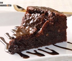 Bizcocho de chocolate tipo brownie