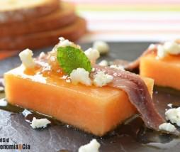 Anchoa con melón, mermelada de  cebolla y hierbabuena