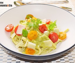 Pasta, aguacate, tomate, queso, albahaca, cilantro....