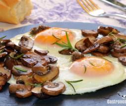 Huevos con setas y trufa