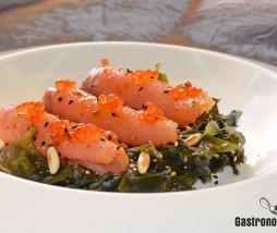 Ensalada de algas y salmón