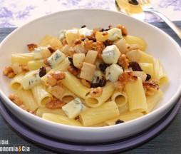 Rigatoni con queso azul, pera y nueces
