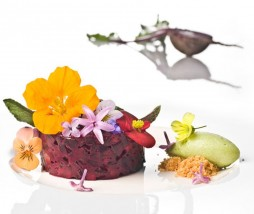 Tartar vegetal de frutas y verduras con anisados y mostaza verde