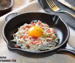 Anguriñas con jamón y yema de huevo