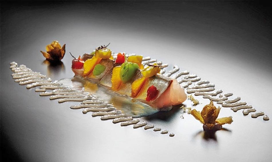 Caballa marinada con botarga y encurtidos de joan roca for Platos de alta cocina