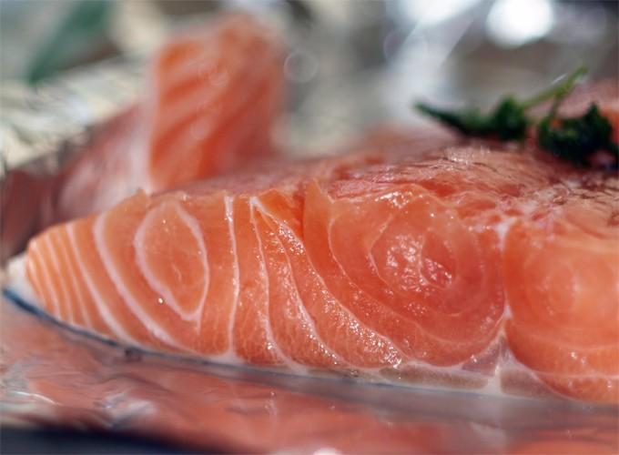 Canadá aprueba la venta de salmón transgénico