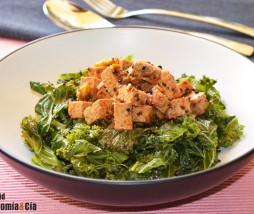 Col kale, tofu y salsa kimuchi