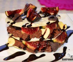 Milhojas de higos y mousse de chocolate