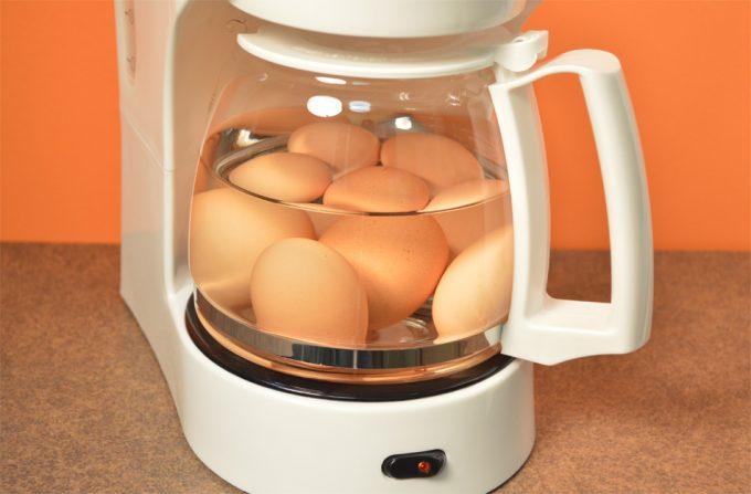Truco de Cocina: Cocer huevos en una cafetera de goteo