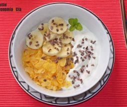 Cereales sin azúcar con plátano y queso fresco