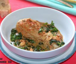 Guiso de pollo con espinacas a la crema