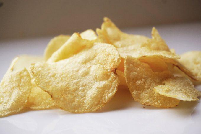 Patatas chips con elevados niveles de acrilamida