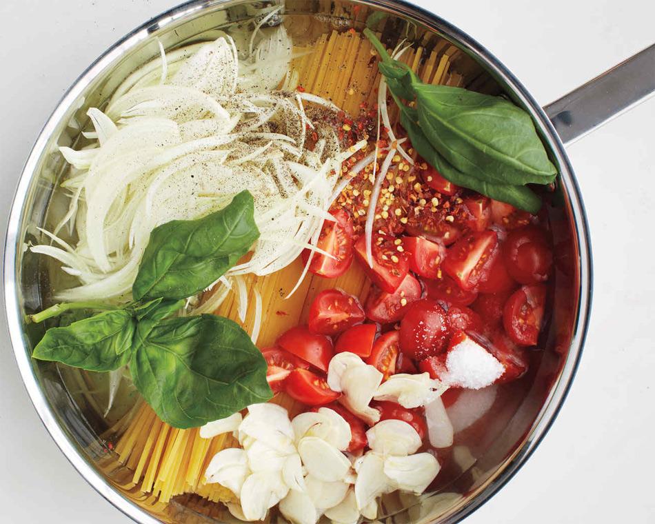 One pan pasta otra forma de cocinar pasta gastronom a c a for Cocinar noodles