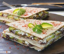 Aguacate, queso y tapenade