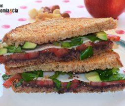 Sándwich con queso y olivada