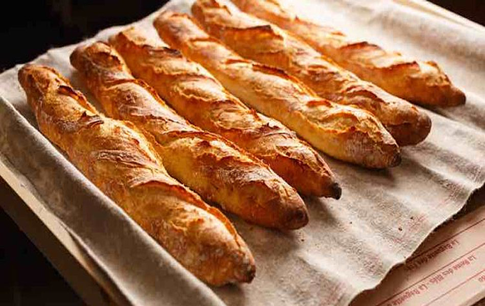 Los panaderos franceses quieren que la baguette sea for Cultura francesa comida