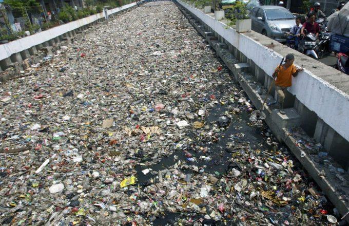Contaminación por desechos plásticos