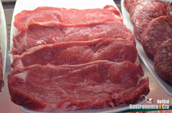 Carne contaminada con microorganismos resistentes a los antibióticos