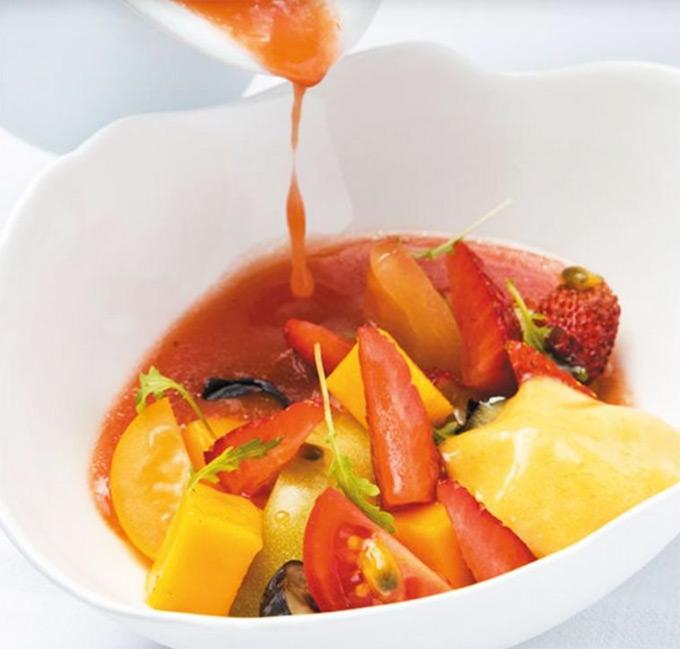 Gazpacho de melocotón y fresas de Jordi Cruz