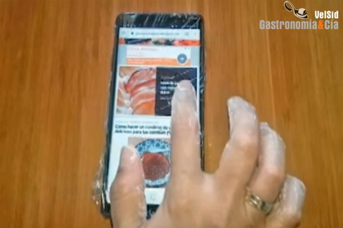 Evitar ensuciar el móvil mientras cocinas