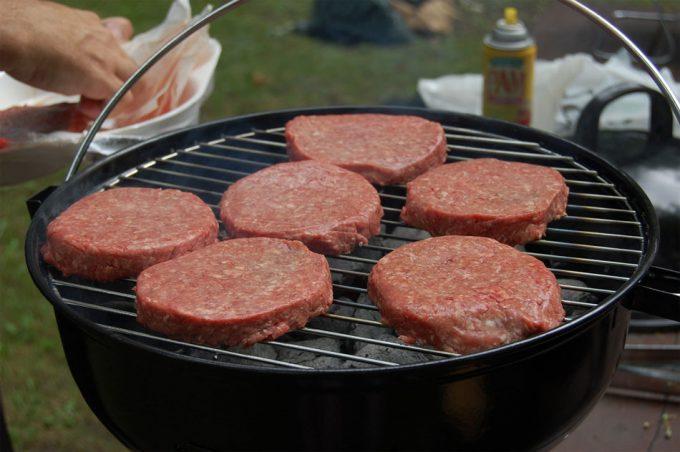 Las hamburguesas de carne tienen un enorme impacto medioambiental