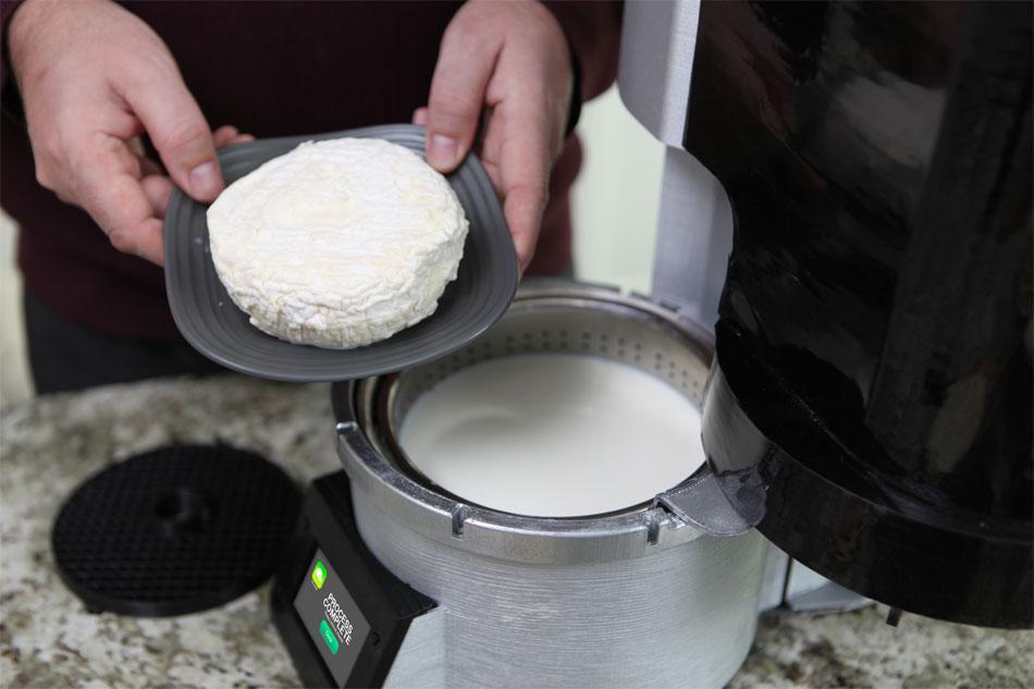 Fromaggio, una nueva máquina para hacer distintos tipos de queso en casa