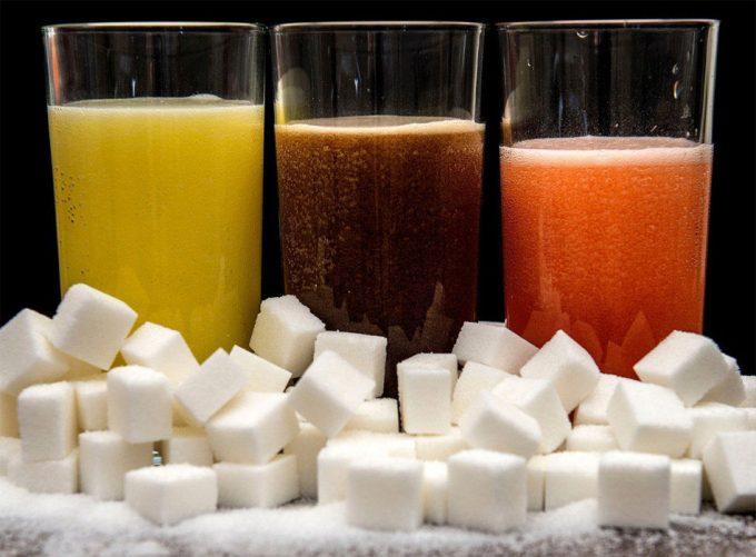 Riesgos del azúcar añadido en las bebidas