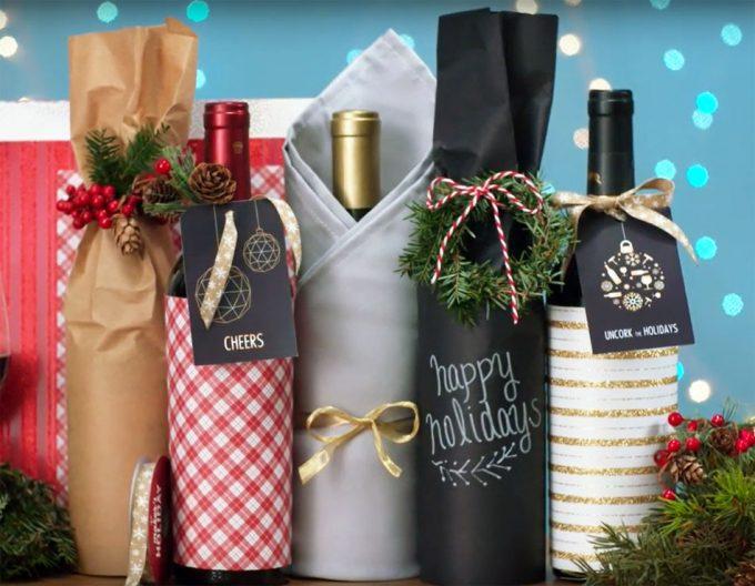 Envolver botellas como regalo de Navidad