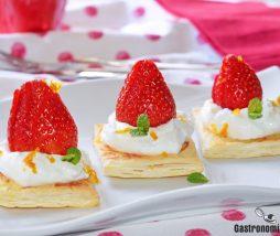 Tartitas de hojaldre fresco con fresas y yogur