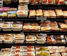 Análisis comparativo de filetes de pollo y pavo adobados