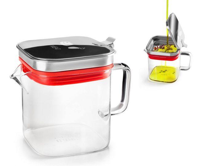 Dos modelos de un recipiente de vidrio con filtro y tapa