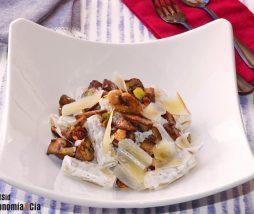 Pasta cremosa con kéfir y avellanas