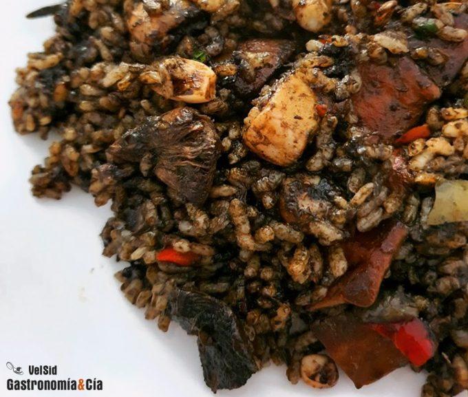 Receta de arroz negro con calamares y gambas