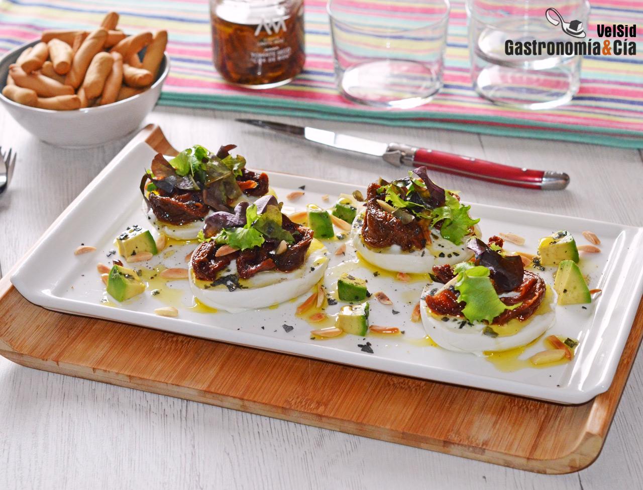 Mozzarella de búfala con tomates secos Corazón de buey, una receta de lujo para un aperitivo especial