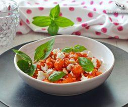Ñoquis con tomate y albahaca